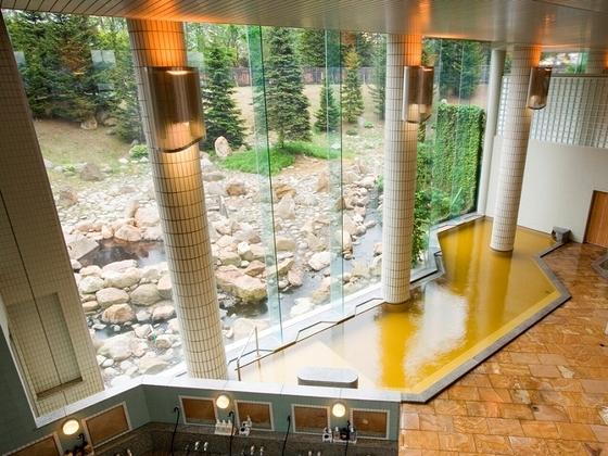 10種の浴槽を楽しめる大浴場
