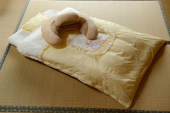 お部屋に事前にご準備する「赤ちゃん布団とクッション」