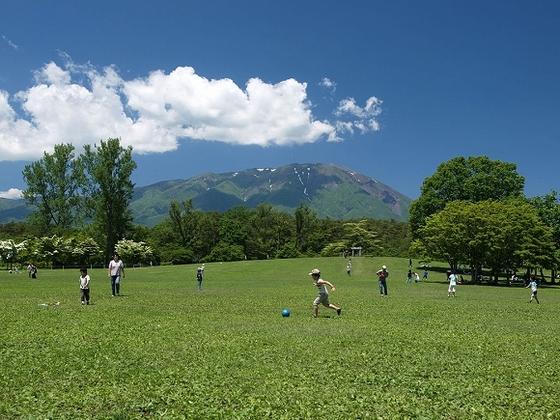 「小岩井農場まきば園」豊かな自然と牧歌的な雰囲気を満喫できます。