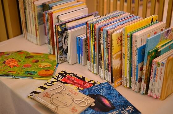 4階売店にて、宮沢賢治の絵本などを取り揃えております
