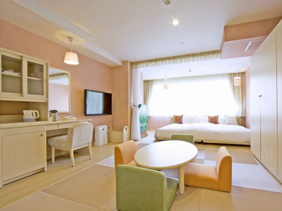 10畳の広い室内と窓に写しだされる那須高原【和室】