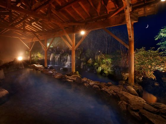 たくさん遊んだ後は、大きな温泉でリフレッシュ