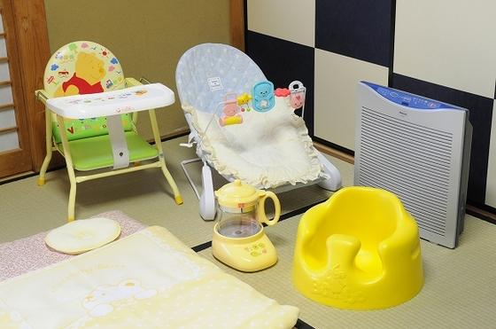 お子様用の椅子も月齢に応じて4種類ご用意しました