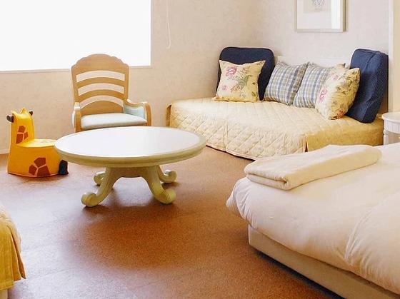ローテーブルや角をとった丸みのある家具