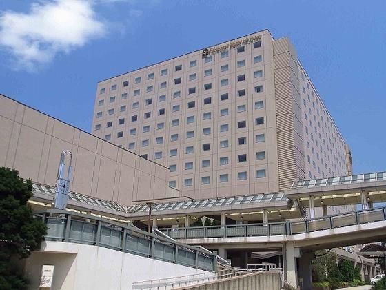 新浦安駅とホテルはデッキで直結
