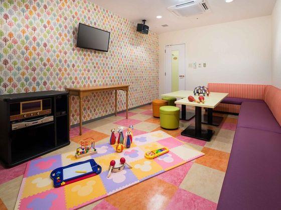 カラオケルーム「フェスタ」にはマットやおもちゃの貸出付プランも