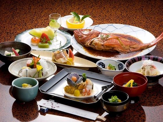 近海で水揚げされる大きな金目鯛をふっくらホクホクに煮付けた、阿しか里の人気メニュー☆