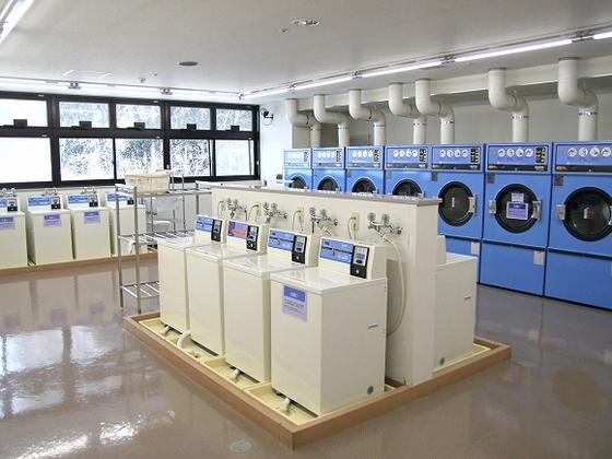 急な洗い物が出来ても安心なコインランドリー完備