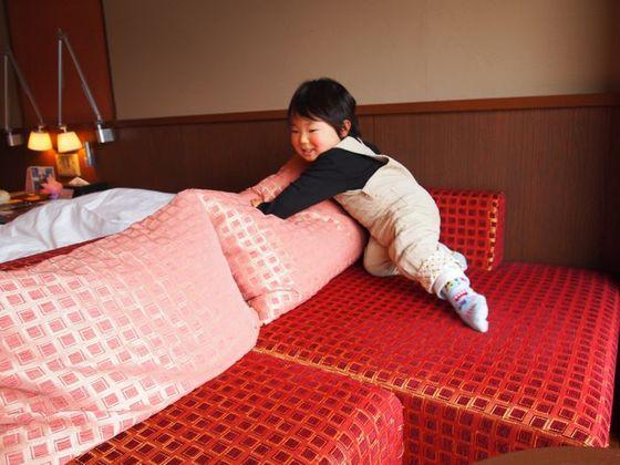 小さなお子さまもお部屋のソファでくつろげます
