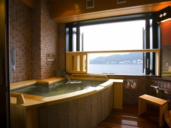 客室露天風呂 レークビューセミコンフォート