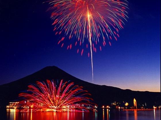 毎年8月5日には河口湖・湖上祭が開催されます
