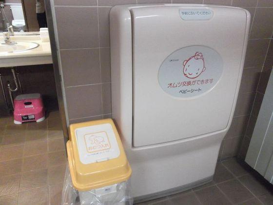 共用トイレにはおむつ替えシートなどの備品をご用意