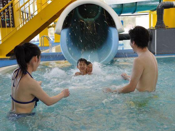 雨でもOKな温水プール