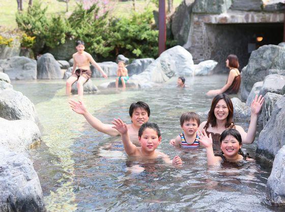 水着で入る混浴のひのき風呂