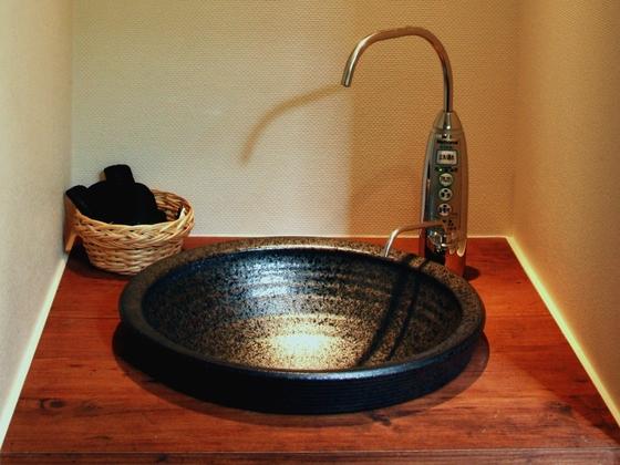 【アルカリイオン水】体に優しいお水です。館内4ヵ所に設置