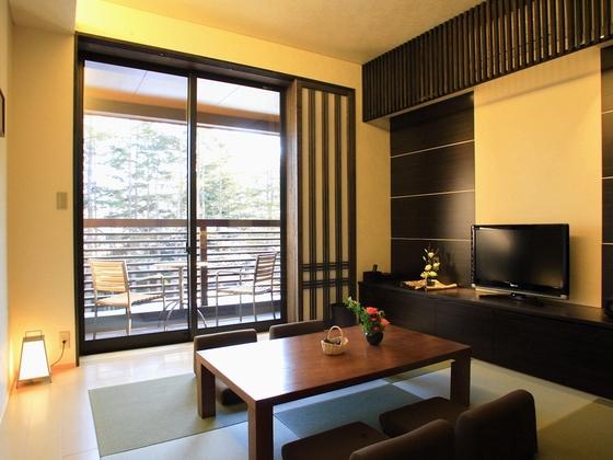 【新館和洋室例】デッキもあって開放感のある和室部分