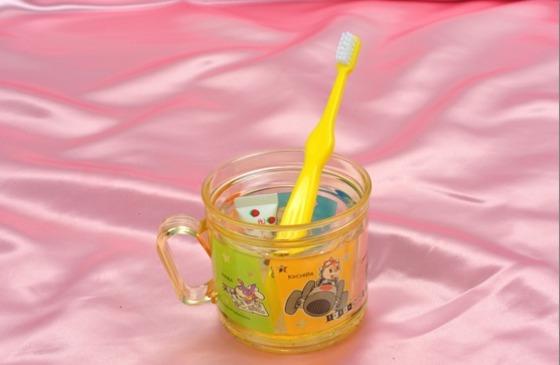 お子さま用にオリジナル歯ブラシやコップのアメニティ