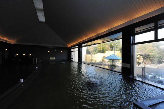 大浴場や露天風呂もある「天然温泉 クアガーデン」