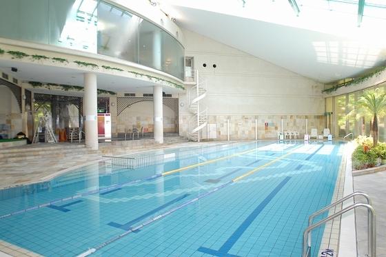 「クアガーデン」には温水プールもあります