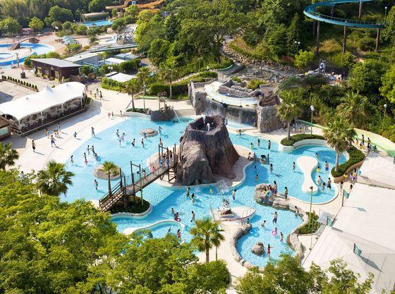 夏には屋外プール「アクア・アドベンチャー」もオープン