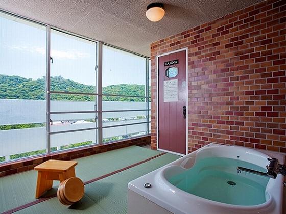 お部屋に露天風呂付、もしくは家族風呂45分貸切無料。