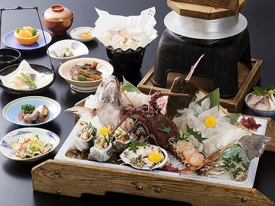 淡路島の海の幸たっぷりの会席料理をお部屋食でお楽しみ頂けます。
