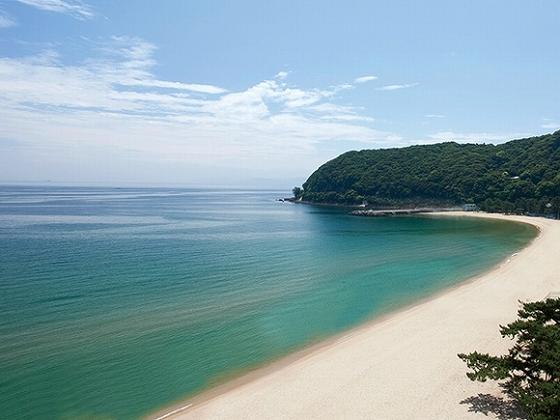 徒歩1分で人気の大浜海水浴場へ。