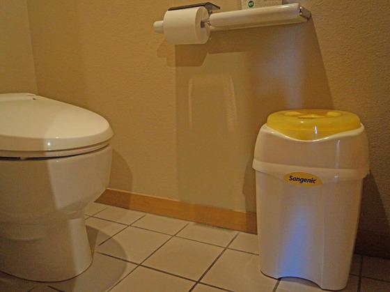 トイレにはオムツ用ゴミ箱