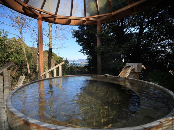 海が見える高野槇の露天風呂