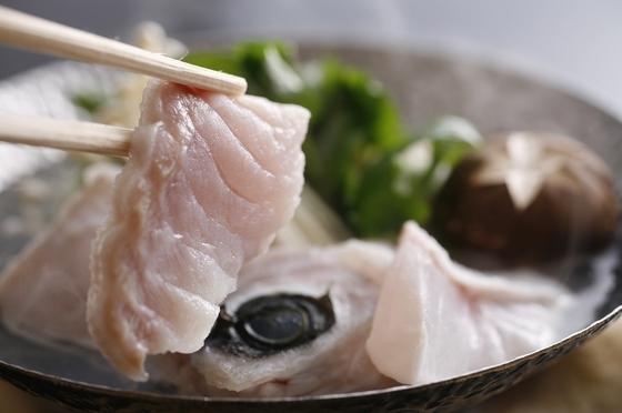 お料理一例(一度食べたら他の魚はクエん? 紀州本九絵鍋)