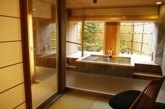 「貸切」かけ流し半露天風呂 ※要予約¥3,150税込/45分