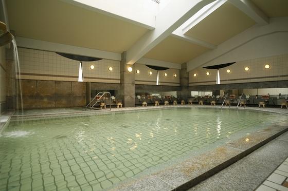 ひろびろ♪大浴場。露天風呂とは異なる泉質をお楽しみください。