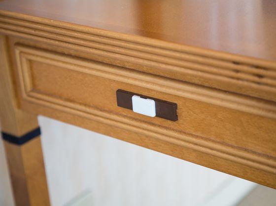 食器の入ったドアにはドアクローザーを設置