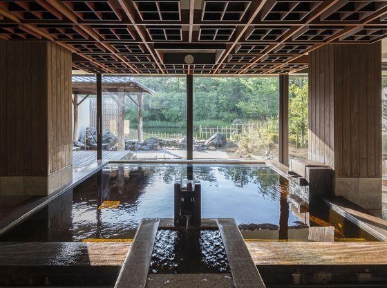 大浴場には内湯の他にサウナ、露天風呂もあり、景色もお楽しみいただけます。