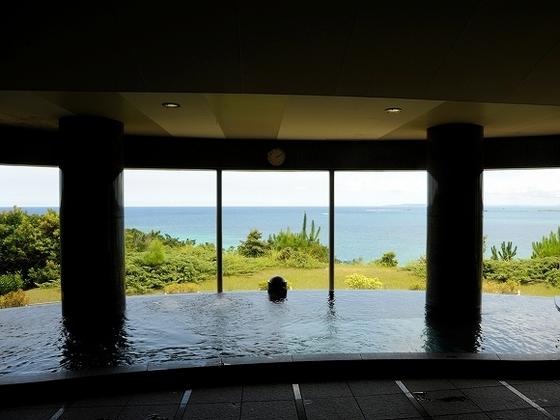 クラブハウス内大浴場 青い海をひとりじめ