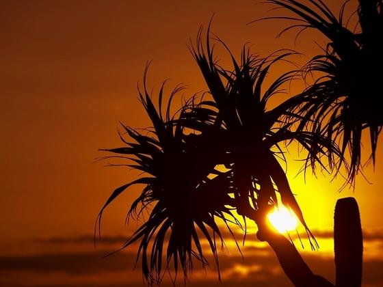 沈みゆく姿もまた美しいカヌチャの夕日