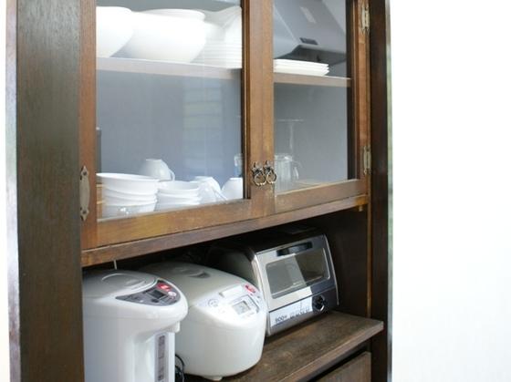 食器・調理器具・調味料(砂糖・塩・しょうゆ・こしょうあります。)