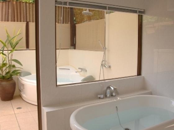 ブーゲンビレア・スイート客室はバスルームが2つあります。
