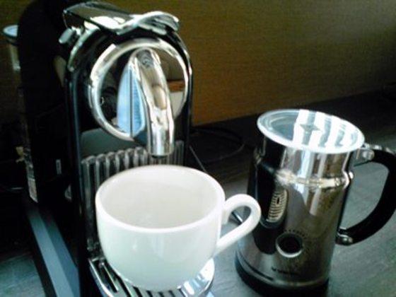 客室内にネスプレッソのコーヒーメーカーあります。