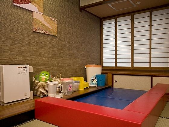 赤ちゃんルームにはキッズマットも用意してあります