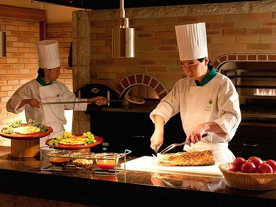 ブッフェでは本格石窯でできた手料理を楽しめます