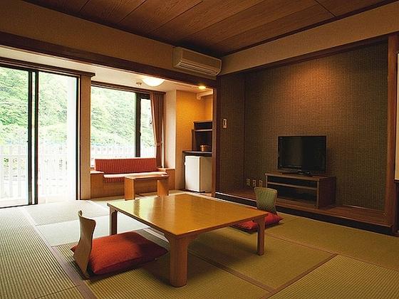 和室12畳の遊楽館