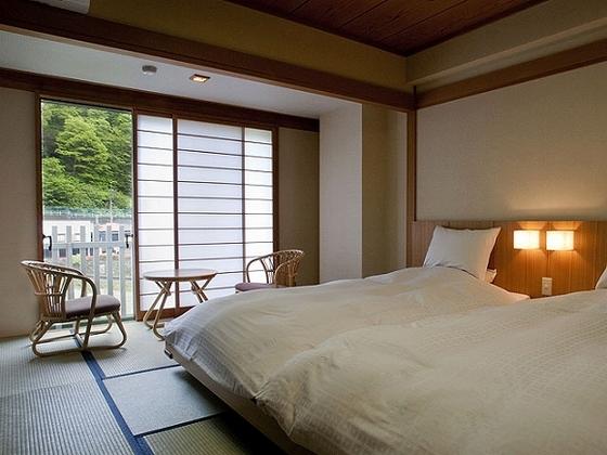 和室にベッド2台を設置した和ベッドルーム