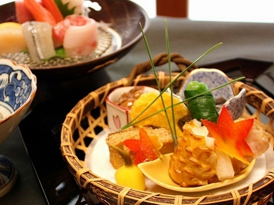 旬の素材を活かした、阿しか里流懐石料理をご賞味ください。