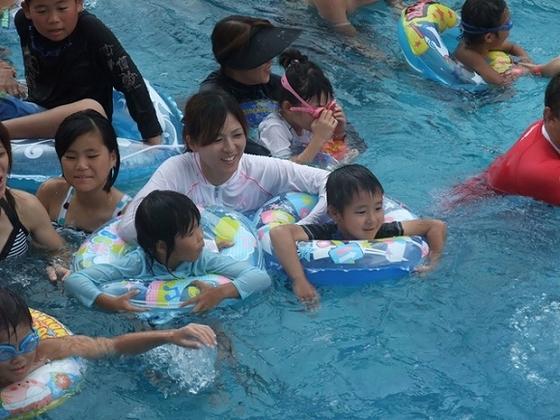 東条湖おもちゃ王国の夏はプールも楽しめる