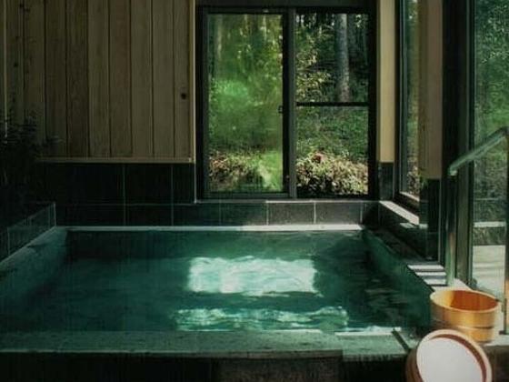 部屋付きの温泉はご家族でもゆとりの空間。