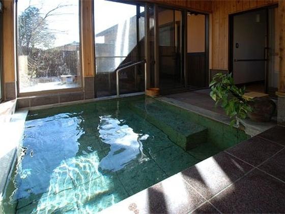 美月のお部屋には約2畳のかけ流し温泉