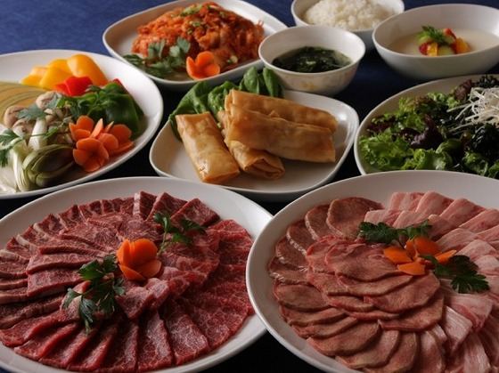 アジアンダイニングは焼肉などアジアン料理が楽しめます