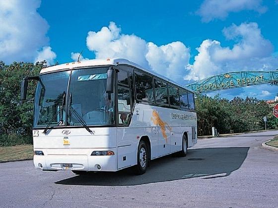 グアム空港からの送迎、タモン地区への無料シャトルバスがあります