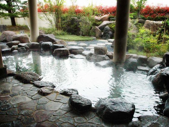温泉窓口にてお子様用お風呂レンタルセットをお渡ししています。